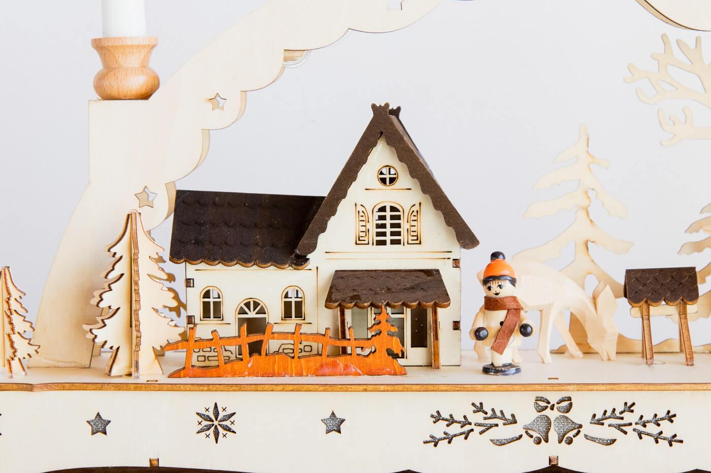 Weihnachtsleuchter Waldmotiv mit Winterkind, Raufe & Rehe 43 * 31 cm