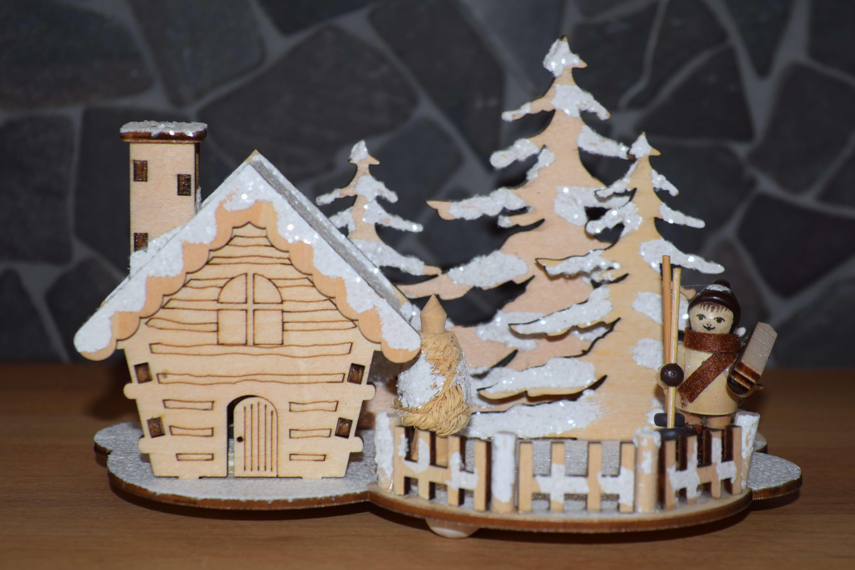 Räucherhaus - Winterkind mit Ski 18 * 11 * 12 cm