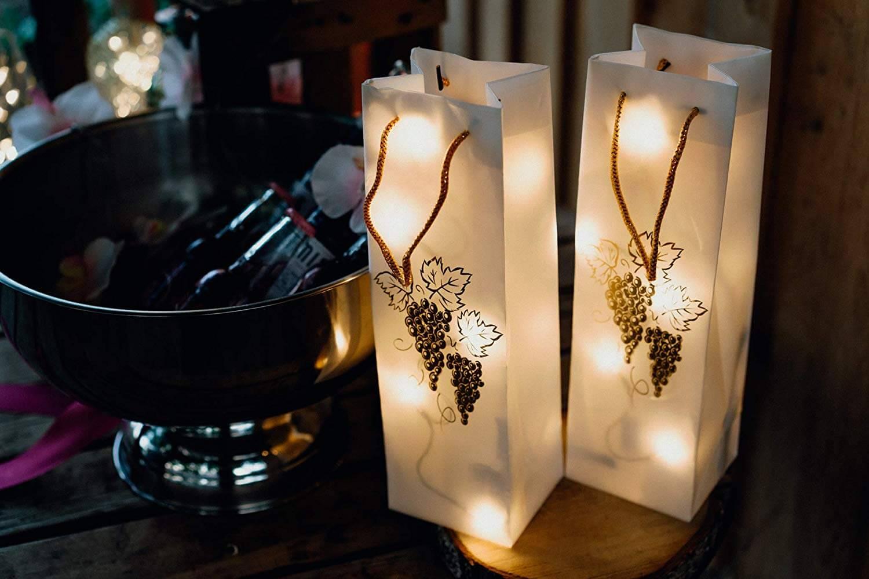 Hellum 570984 Geschenktasche mit goldenen Trauben und LED Lichterkette