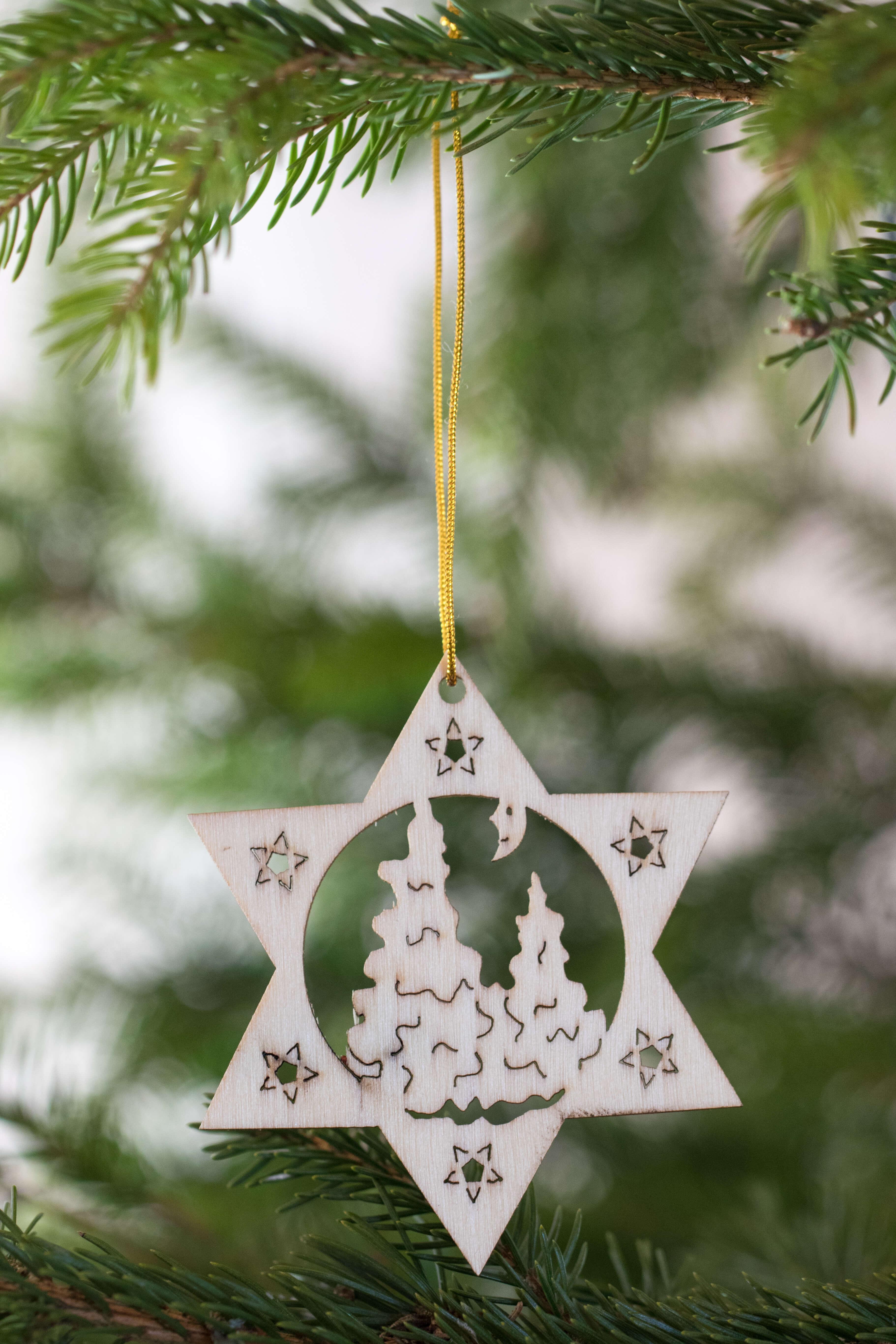 Holzanhänger Stern 8cm Motiv Weihnachtsbäume 4er Set