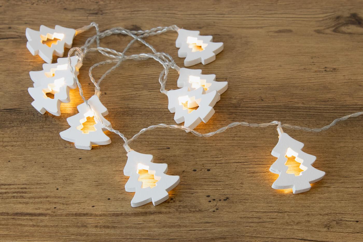 LED-Baumlichterkette 10 LEDs mit weißen Holz-Weihnachtsbäumen warmweiß