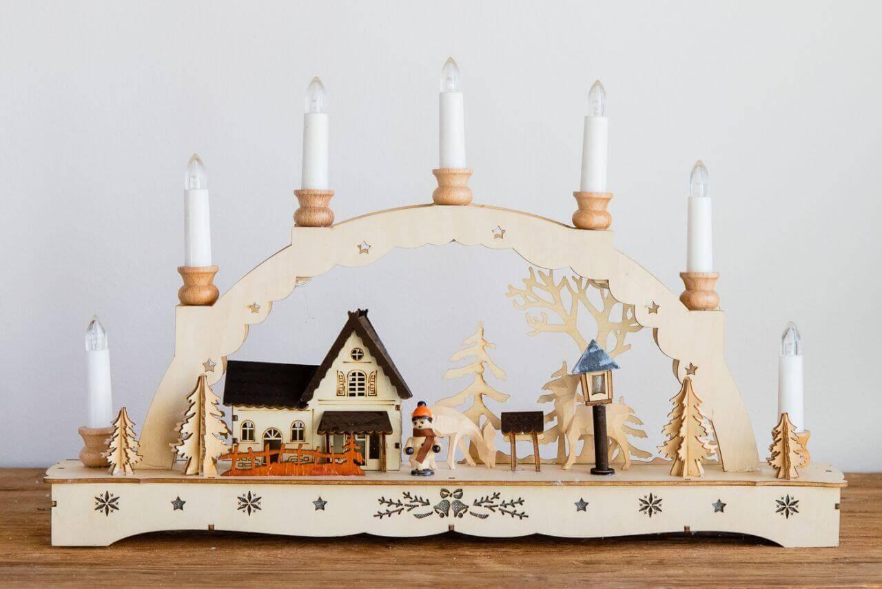 Weihnachtsleuchter-Waldmotiv-mit-Winterkind-Raufe-Rehe-84093-31